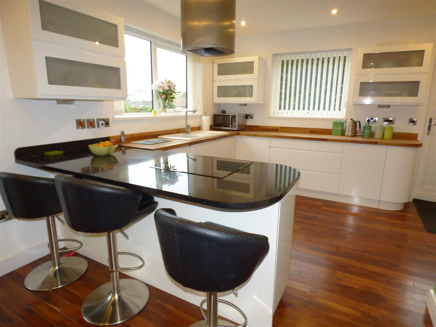 WREN FITTED QUALITY KITCHEN